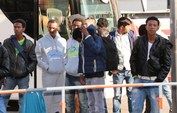 78 Migranten in zwei Lkw entdeckt