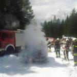 Auto bei Dolomitenhütte in Flammen