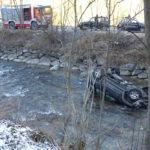 Auto stürzt in die Ahr