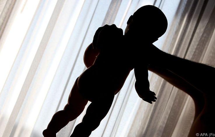 """Mann tötet zweijähriges Kind seiner Freundin bei """"Wrestling"""""""