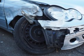 Unfall_Verkehrsunfall_Blechschaden_Schnauze_Beule_Sachschaden