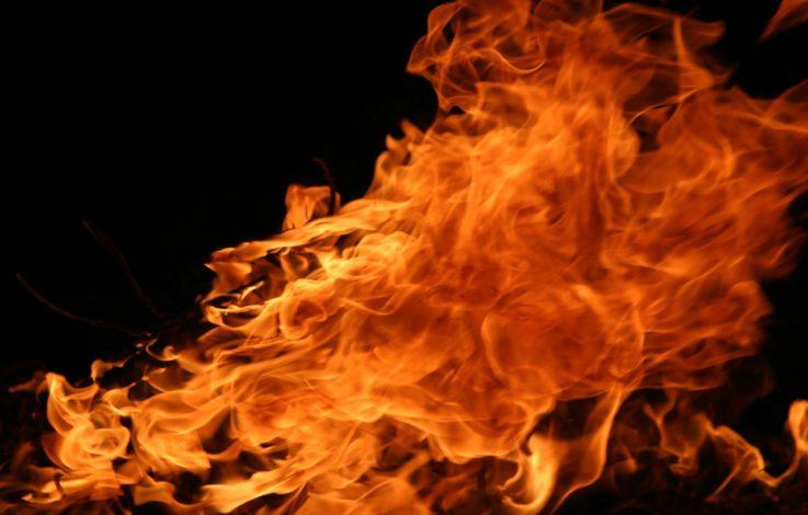Almhütte in Flammen aufgegangen
