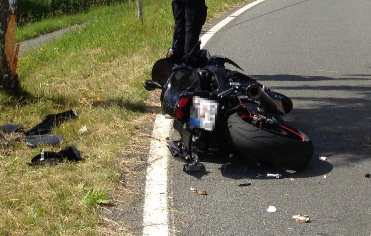 Schwere Motorradunfälle fordern Verletzte