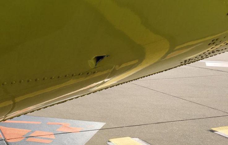 Pilot wollte offenbar mit Loch im Flugzeug fliegen