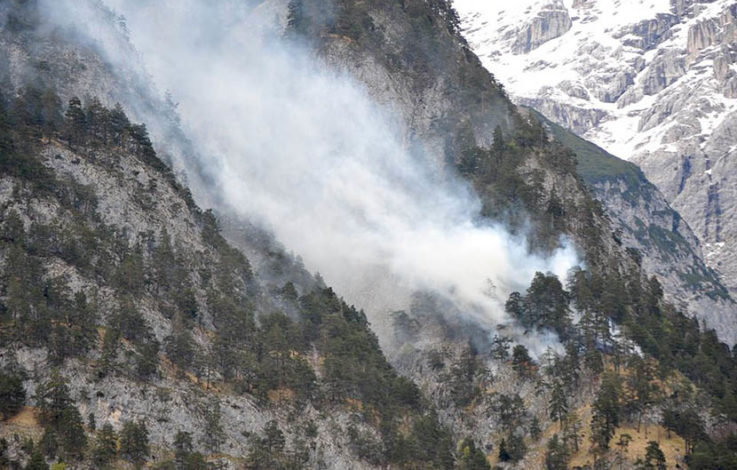 Waldbrand bei Innsbruck über Nacht wieder aufgeflammt