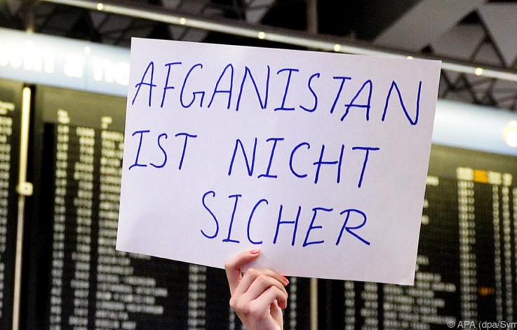 Nach dem Anschlag in Afghanistan Abschiebeflug verschoben