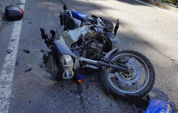 Nach Unfall: Mann liegt schwer verletzt auf Straße