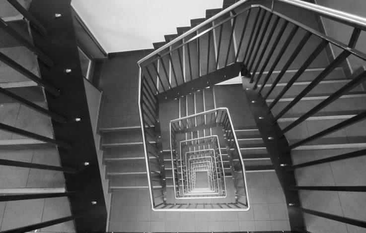 Beutezug im Treppenhaus