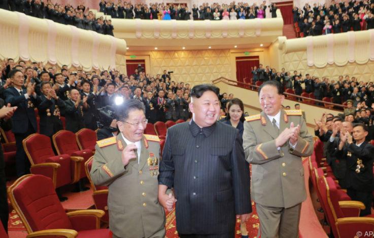 Schiffe mit Kraftstoffen steuern Nordkorea von Russland an