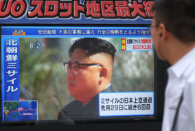 Pedestrians walk past a television screen broadcasting a news report showing North Korean leader Kim Jong-Un, in Tokyo on September 15, 2017, following a North Korean missile test that passed over Japan..North Korea fired an intermediate range ballistic missile eastwards over Japan and into the Pacific on September 15, the US said, its latest provocation amid high tensions over its banned weapons programmes.  / AFP PHOTO / Kazuhiro NOGI