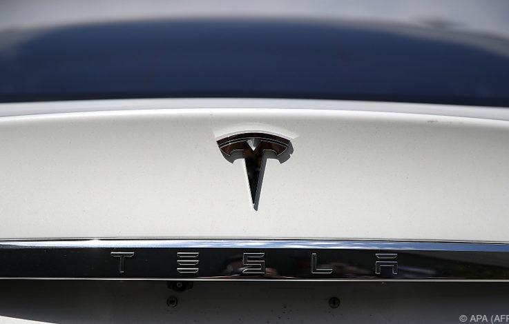 Tesla feuerte angeblich Hunderte Mitarbeiter in einer Woche