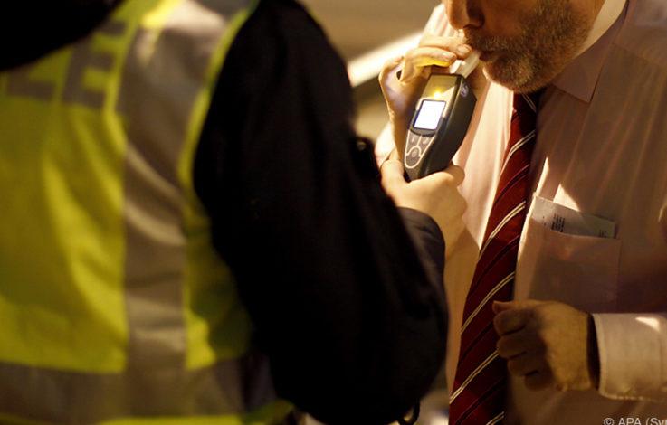 Zahnhaftcreme-Nutzer müssen zum Alkomat-Test
