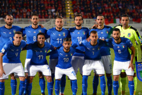 Italy's players pose prior to the FIFA World Cup 2018 qualification football match between Albania and Italy at Loro Borici Stadium in Shkoder on October 9, 2017. / AFP PHOTO / Dimitar DILKOFF