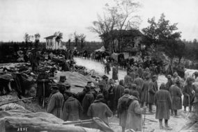 Italian Troops Retreat     Italian troops retreat along the Udine-Codroisto Road after their defeat at Caporetto, Italy   (Agenzia: corbis)  (NomeArchivio: HU0372sg.JPG)