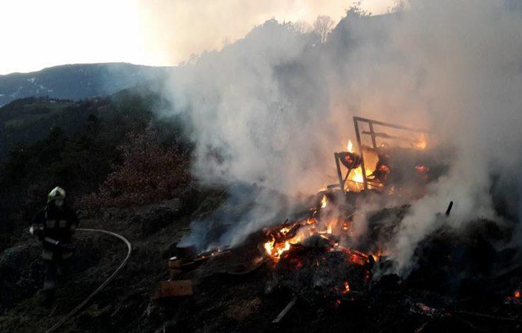 Eisacktal: Heulager in Brand