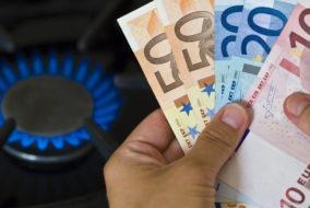 Preise, Gas, Kosten, Gasflamme, Euroscheine, Euro, zb, Geldscheine, Wirtschaft und Finanzen