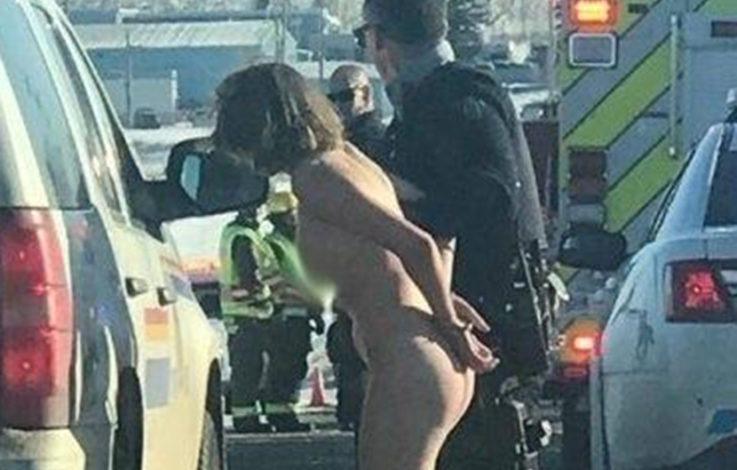 Fünf Nackte im BMW haben Schlimmes vor