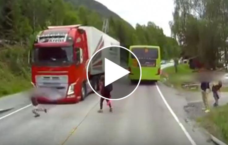 Schock: Bub beinahe von LKW erfasst – VIDEO