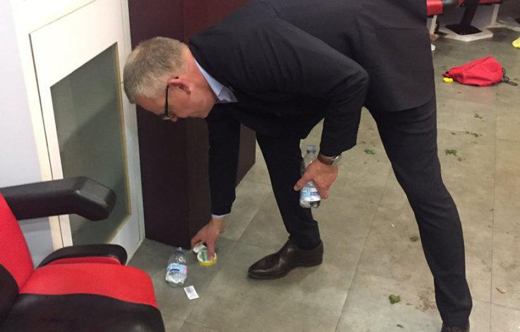 Nach WM-Quali: Schwedens Trainer sammelt Müll zusammen