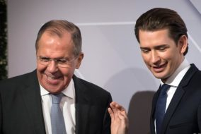 Austrian Foreign minister Sebastian Kurz (R) greets Russian foreign minister Sergei Lavrov (L) at the start of the 24th OSCE Ministerial Council in Vienna, on December 07, 2017.  .?Foreign ministers of the OSCE's 57 member states including US Secretary of State Rex Tillerson and Russian counterpart Sergei Lavrov hold the annual conference, during which the conflict in Ukraine will likely be a major topic. / AFP PHOTO / VLADIMIR SIMICEK