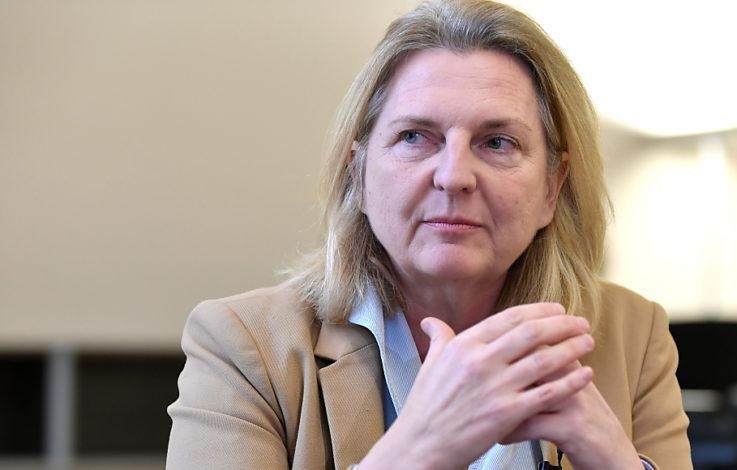 Außenministerin Kneissl bespricht Doppelpass mit Italien