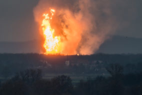 This picture taken on December 12, 2017 shows Austria's main gas pipeline hub at Baumgarten, Eastern Vienna, where an explosion rocked the site..The Kronen-Zeitung daily reported on its website that 60 people were hurt and that several fire brigades from the surrounding area were called. / AFP PHOTO / Tomas HULIK