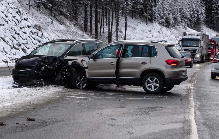 Frontalcrash fordert Verletzte – Straße gesperrt