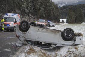 B189 Mieminger Strasse Wildermieming Fahrzeugueberschlag  Weitere Infos PI-Telfs
