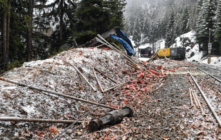 Güterzug am Brenner entgleist Hunderte Weihnachts- Geschenke futsch!