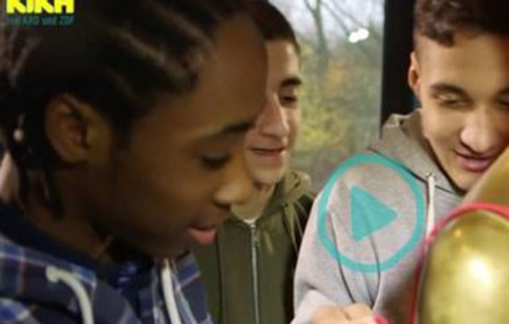 Skandal: Kinderkanal KiKa zeigt Kindern, wie man BHs öffnet