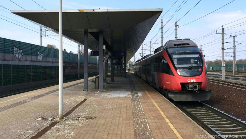 Baby in oö. Bahnhof von Zug überrollt: Strafe für Mutter ...