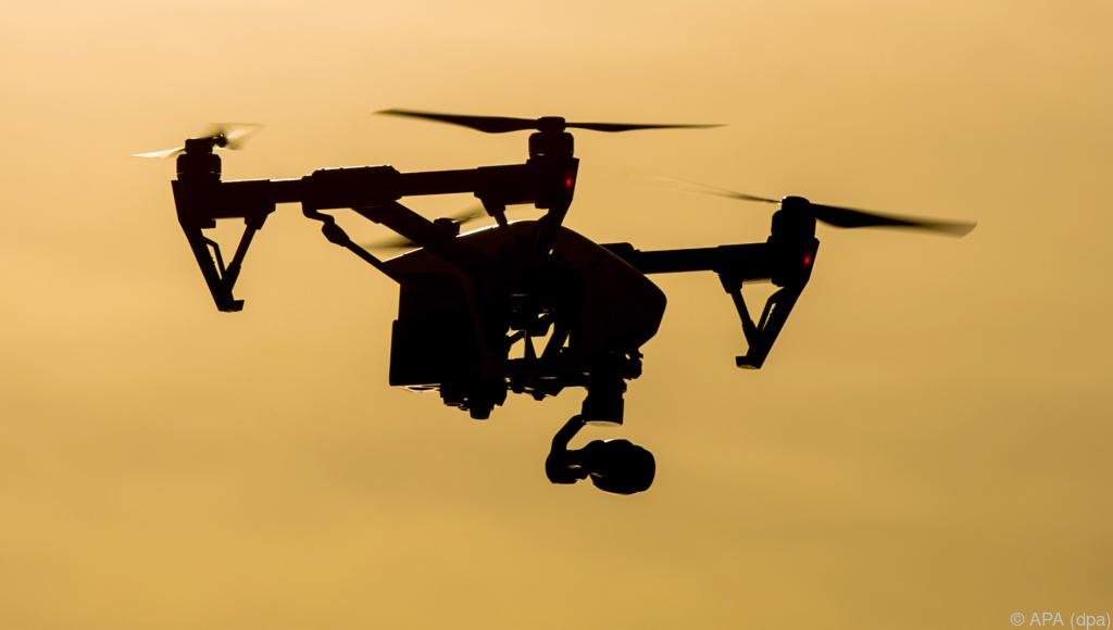 Attacke aus der Luft: Drohne schießt mit Nägeln