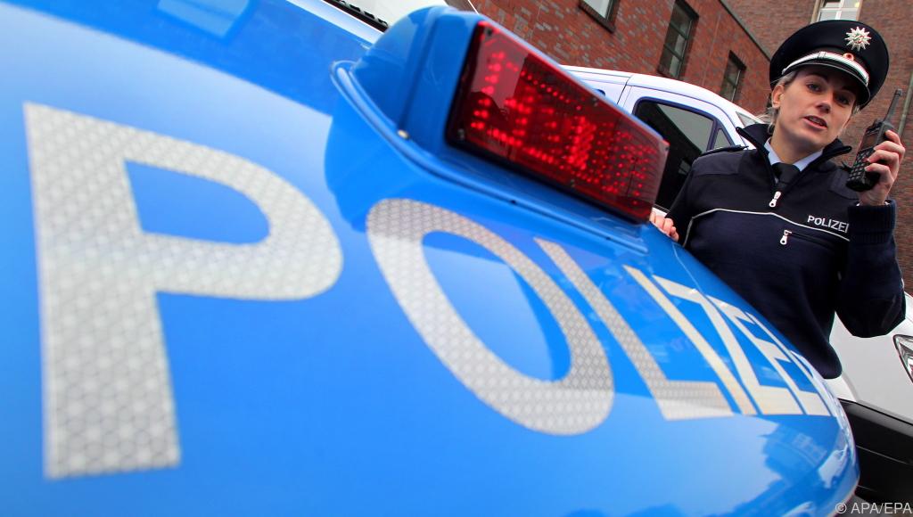 Polizist nach verweigertem Handschlag für Kollegin unter verschärfter Beobachtung