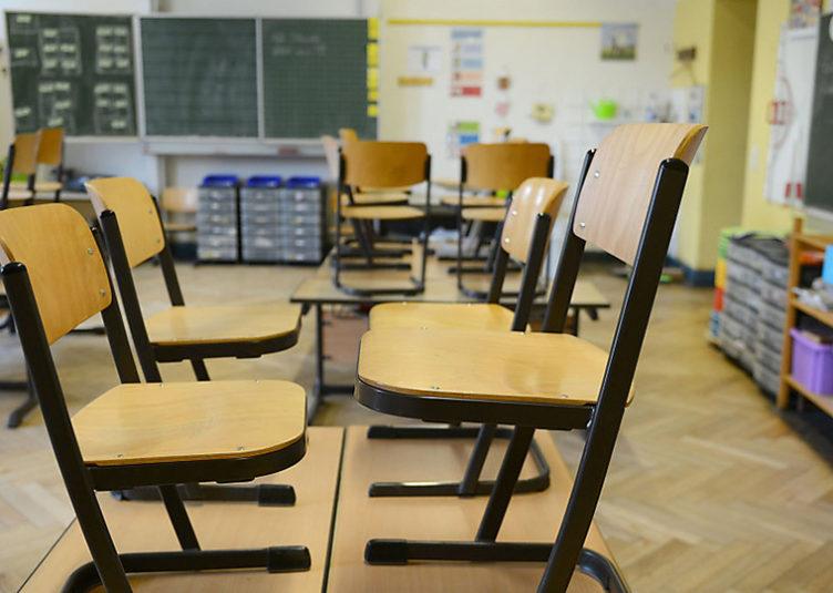 Siebenjähriger Bub sticht auf seine Lehrerin ein