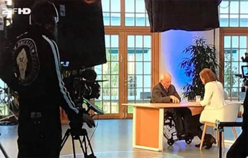 Bei Schäuble-Interview: ZDF entschuldigt sich für Shirt-Aufdruck des Kameramanns